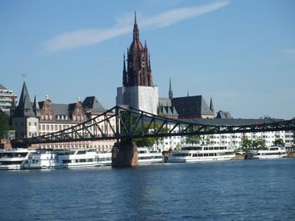 除了其建筑的重要性外,大教堂在德国历史上占有一个可观的位置:根据